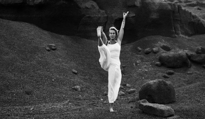 imagen de ejecución de asana de Yoga - Diana Pagano - Tam Studio